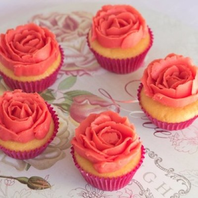 Learn to Pipe Buttercream with Maria