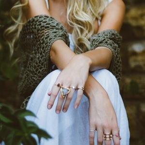 fashion_girl_glamour_hands_jewellery_jewelry_rings_style-923801