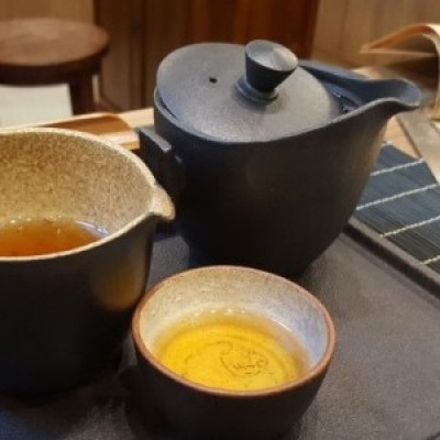 Brew Tea Gong Fu style (In Tiny Teapots)