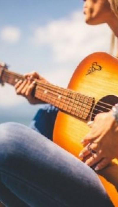 Sing and Strum: Guitar for Beginners with Janine