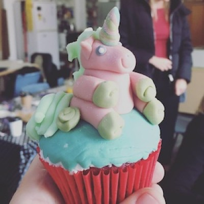 Cupcake decoration: Sparkly Unicorn toppers with Maria