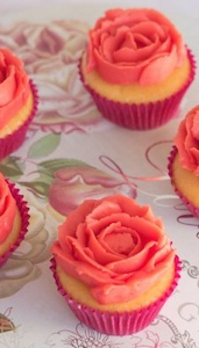 Learn to Pipe Buttercream with Maria ONLINE